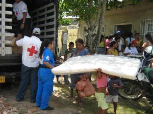 Brindan auxilios tras antes, durante y después de cada temporada ciclónica. Tomada de Taringa.net
