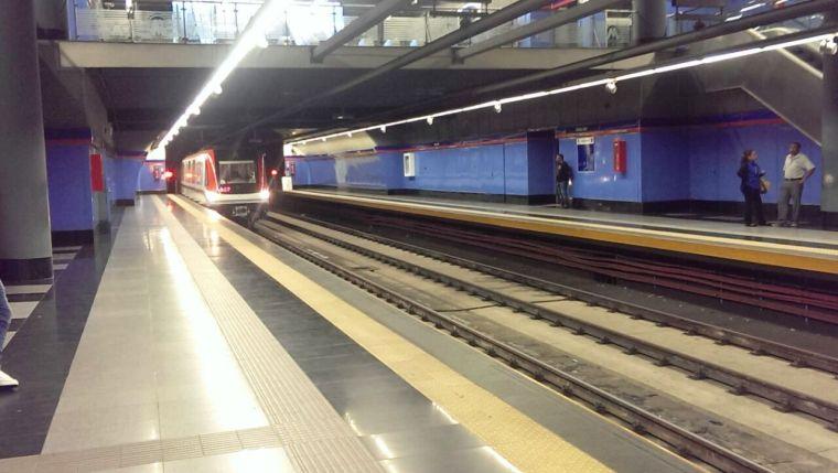 La línea 1 del Metro de Santo Domingo es una alternativa del Estado para el desplazamiento en la ciudad. / The Metro of Santo Domingo is an alternative for public transportation in the city.