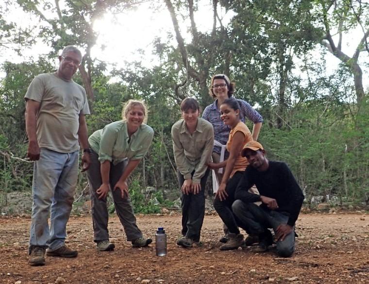 From left to right, the summer 2015 team: Juan Almonte (Natural History Museum Santo Domingo), Alexis Mychajliw (Stanford University), Laura Gibson (Stanford University), Siobhán Cooke (Johns Hopkins University), Caridad Nova (UASD), Gerson Feliz (Grupo Jaragua).