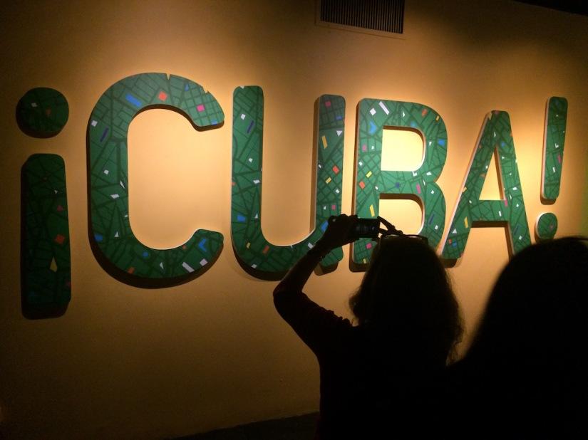 Encuentras la religiosidad popular, el arte cubano, los equipos de béisbol invernal y su relación con la naturaleza en la primera exposición bilingüe del AMNH.