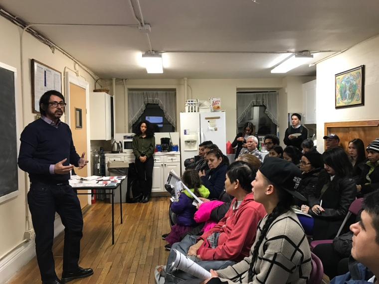 Residents of Lower East Side spoke with Javier Ramírez, director of Cabrini Immigrant Services during the workshop last Thursday, January 26, 2017.