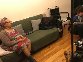 Fotoperiodista Sean Shoemaker saca retratos de Mamá en nuestro apartamento, para un foto ensayo sobre los sobrevivientes de la era post-dictadura de Rafael Trujillo. 29 de diciembre de 2017.