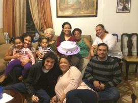 La familia celebra en casa de su hermana Rosita su salida del hospital y el cumpleaños 26 de su única nieta. 5 de febrero de 2016.