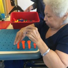 En terapia física, Mamá solía sobresalir y destacarse en las metas del centro de rehabilitación. Allí vivió seis meses. 29 de marzo de 2016.
